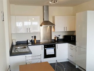 Bright & Modern 1 bed, High Spec + Wifi, Sleeps 4