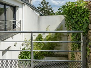 Sunny house with terrace & nice views, Sene