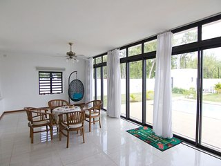 Luxury 4BR Beach Villa for 9 with A/C, Wi-Fi, Pool, Belle Mare