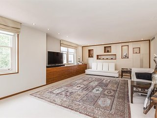Luxury and Spacious 4 Bed with Air Conditioning, London