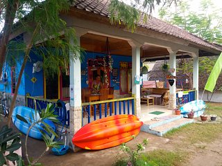 ROOM 4 RENT N 4 Shared House - AC FAN WIFI KITCHEN, Gili Air