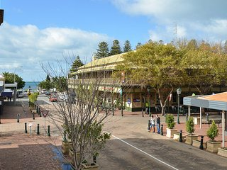 Southern Comfort Lodge - Right in the Heart of Victor Harbor - No Need for the C