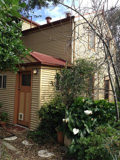 Magpie Cottage - Right Next to Home Grain Bakery, Middleton Tavern and an Easy S