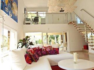 Vila exclusiva con una vista impresionante de la ciudad de Ibiza, Ibiza Ciudad