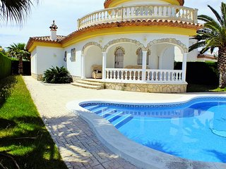 Villa with private garden and private pool, Miami Platja