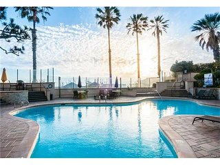1 bed Furnished Ocean View Condo – 580ft2
