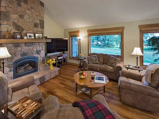 Delightful 4 Bedroom Home- Snowshoe Chalet, Steamboat Springs