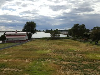Sunny Lakefront Family Friendly Home Or RV Getaway, Moses Lake