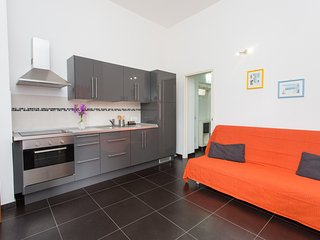 Grey Apartment 4 sleeps, Lipari