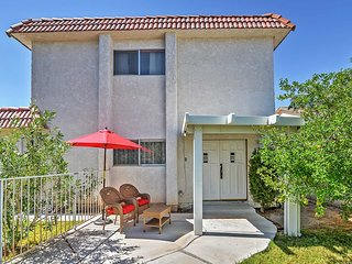 1BR Las Vegas Townhouse Close to The Strip!