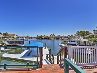Magnificent Waterfront 3BR Discovery Bay House w/Wifi, Private Dock - Close to Fast Water & Delta Waterways! Family Friendly - Teach Children to Fish off the Dock!