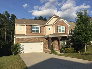 Beautiful Upscale Walkout Basement Apartment, Charlotte