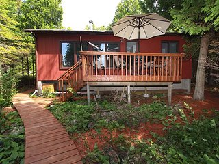 Huron Lake House cottage (#1088), Bruce Peninsula