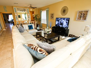 Professionally Decorated 5 Bed | Pool Table & Bar, Kissimmee