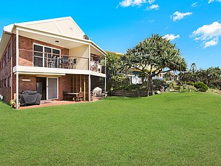 HASTINGS POINT HOLIDAY APARTMENT ON THE HILL - THE VIEW, Terrigal