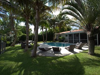 TOP REVIEWED! Miami Beach,Waterfront, Pool, Close to Beach
