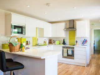 Fully equipped kitchen with every appliance - perishable items in photo  for advert not supplied.
