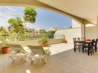 Modern condo with two huge patios, pool access, golfing, and tennis, Palm-Mar