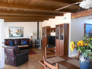 Furnished 2-Bedroom Cottage at Pierpont Blvd & Cornwall Ln Ventura
