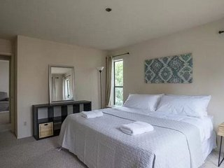 APPEALING AND VIBRANT FURNISHED  2 BEDROOM 2 BATHROOM APARTMENT, Millbrae