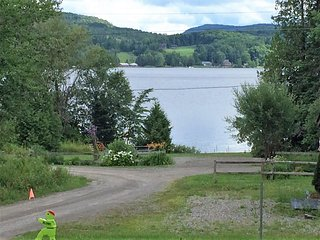 2 Bedroom with Lake Views, Fishing, Boating, West Glover