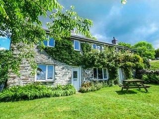 GROES NEWYDD BACH, woodburner, WiFi, pet-friendly, enclosed garden, Harlech, Ref