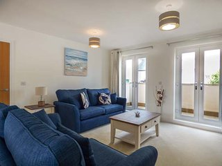 STONE'S THROW, first floor apartment, balcony, WiFi, in Charlestown, Ref 930952