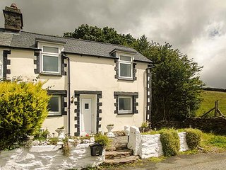 BWTHYN CELYN, double-fronted cottage, open fire, dog friendly, hillside views
