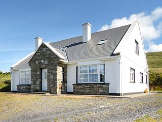 WILD ATLANTIC VIEW COTTAGE, detached, en-suites, open fire, sea views on Achill