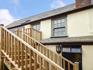 RINGERS ROOST, apartment above old pub, spacious, character features, in St Columb Major, Ref 939366