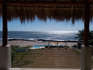 Beach, Sun, Surf.. Amazing home right on the beach, Pochomil