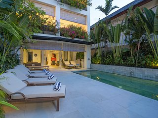 Levi 4 bedroom on 4 storeys Villa Near Seminyak, Kerobokan