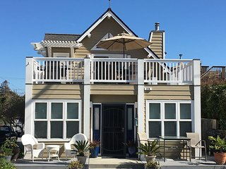 Beautiful, Clean, Seabright Home Steps to Beach, High end Hot Tub
