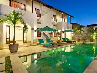 4 Bedroom Villa 10Mins to Kuta Beach, Legian>