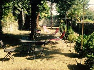 BEAU T2 EN REZ DE JARDIN ENSOLEILLE 4 PERS 32 M2, Lourdes
