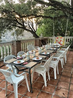 A large terrace shaded by a magnificent cork tree is ideal for lunch or dinner.