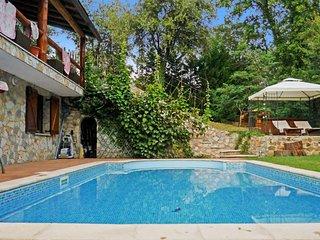 preciosa casa con piscina en Cataluña, Vallgorguina