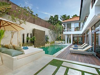 Coco Villa 4 Bedroom Newly Renovated - Seminyak