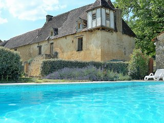 SARLAT-16thC HOME 3BD 3BATH HEATED POOL WIFI UKTV, Sarlat-la-Canéda