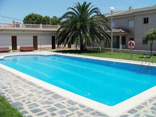 House with community pool, next to the beach, Miami Platja