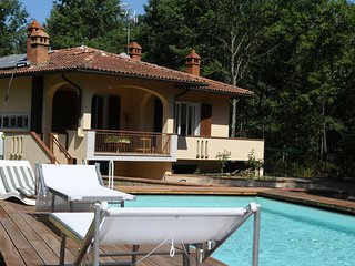 casa vacanza, la casa nel bosco, con piscina