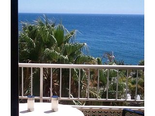Seafront apartment, swimming pool,tennis, wifi