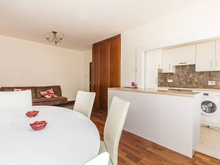 Brook Green modern 2 bedrooms, sleep 7, Londres