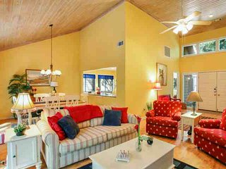 Fun & Fresh 3 BR home with private spa, community pool & tennis located in the center of Sea Pines., Hilton Head