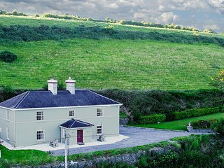 Large house, 20 mins to Cork. Perfect for groups.