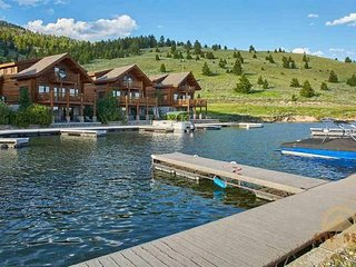 Luxury Yellowstone Lake Cabin
