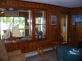 Lakefront Cottage on Randall Lake 2br