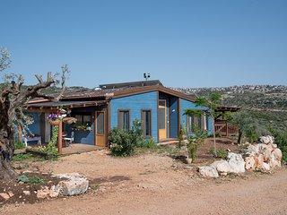 Yuval's Wooden House, Klil