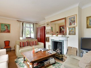 Wonderful and Peaceful 2 Bed in South Kensington, Londra