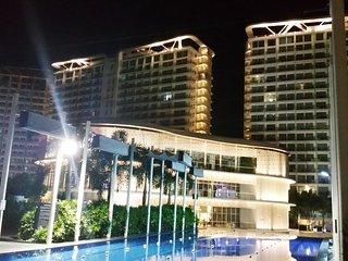 Azure Urban Resort Residences: 2BR beach paradise near Airport!